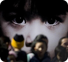 Rostros de niños migrantes