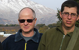 Gilad Shalit (R) with his father, Noam (Reproduction photo)